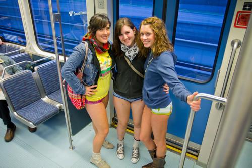No Trousers Tube Ride 2017: a Londra tutti in metro senza pantaloni