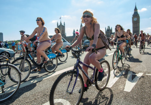 World Naked Bike Ride 2016: a Londra tutti in bici nudi a favore dell'ambiente