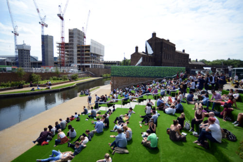Granary Square e le scalinate verdi: l'estate ritorna a King's Cross